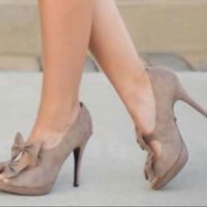 Limelight Gray/Tan Heels